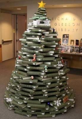 Decorazioni Natalizie Per Ufficio.Quando I Libri Si Vestono A Festa Ecco Le Decorazioni