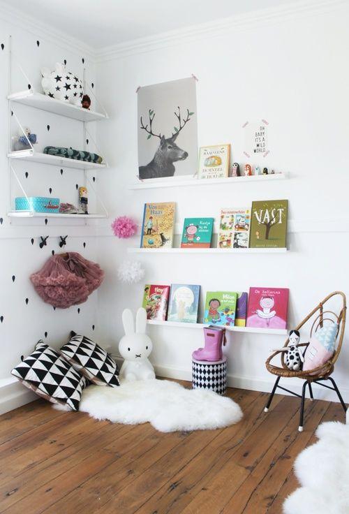 Come realizzare una libreria semplice e originale per la - Coin lecture chambre enfant ...