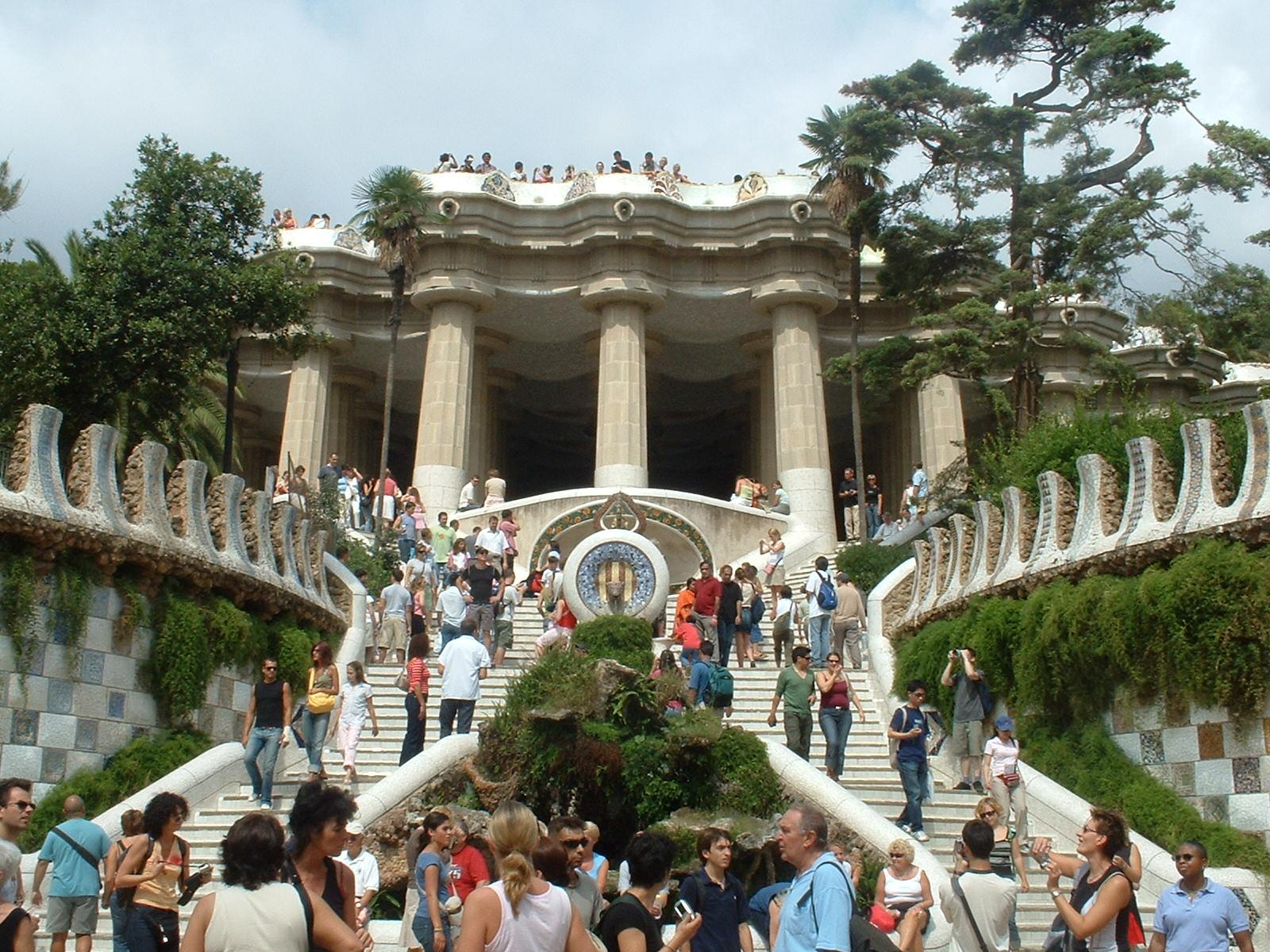Anton gaud le opere principali dell 39 architetto di dio for Piani di case in collina per lotti in pendenza