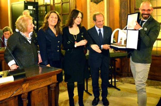 Maria pia ammirati vince la terza edizione del premio - La terza porta ...