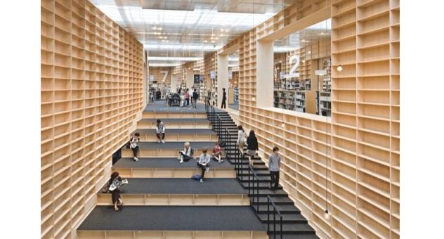 Scaffalature Per Biblioteca.Bookshelf Library Arriva A Tokyo La Prima Biblioteca