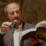 Spegne 61 candeline oggi lo scrittore Carmine Abate, conosciuto al grande pubblico per aver vinto, nel 2012, la 50esima edizione del Premio Campiello