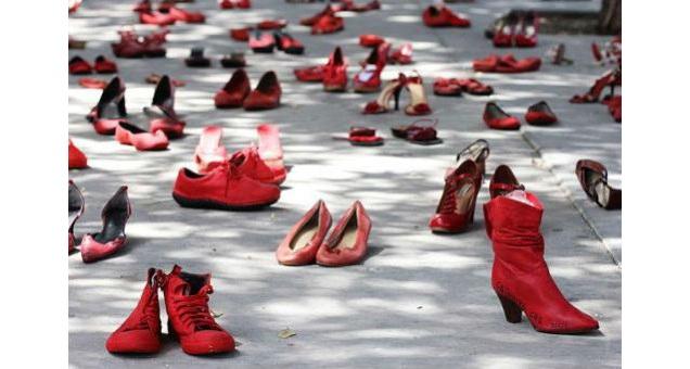 Giornata Mondiale contro la violenza sulle donne, opere d'arte e installazioni per dire ''basta!''