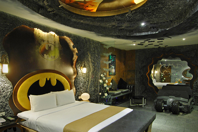 Batman-Hotel-Room-At-Eden-Motel-In-Taiwan-0
