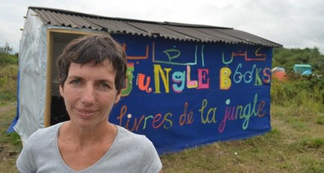 Calais, una biblioteca improvvisata nel luogo dell'emergenza