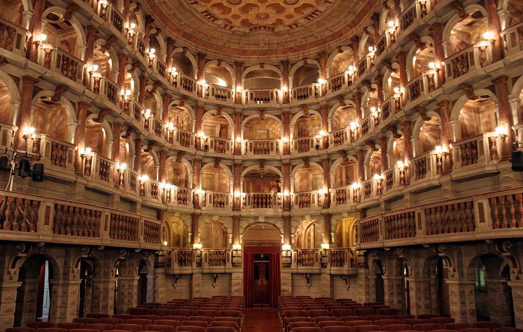 Teatro_Mantova_(13384947483)