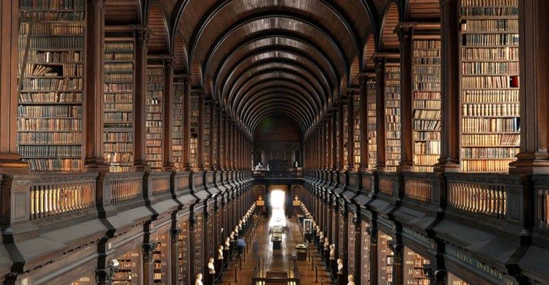 Ecco perché le biblioteche sono i miglior luoghi per un appuntamento galante