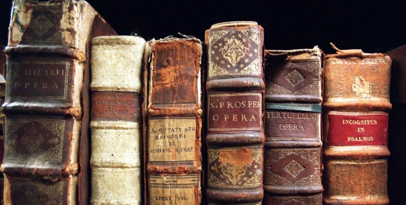 Libri vecchi più di 50 anni, se li portate all'estero rischiate fino a 4 anni di carcere