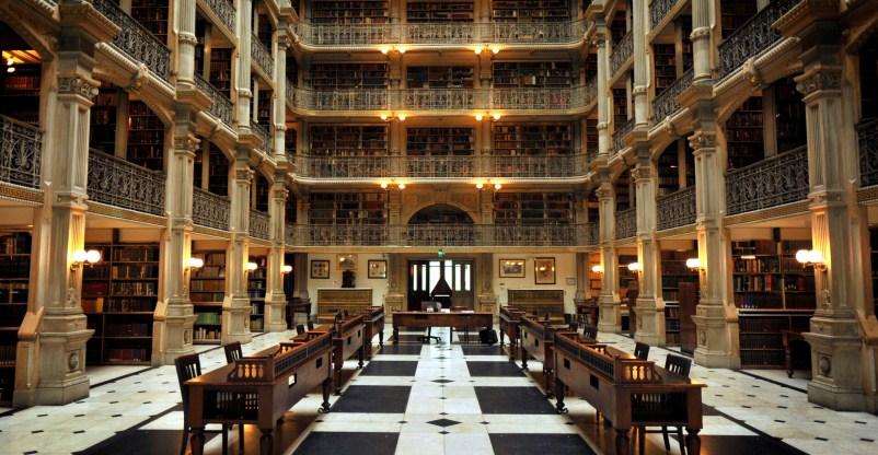 George Peabody Library, la biblioteca più antica di Baltimora (Usa)