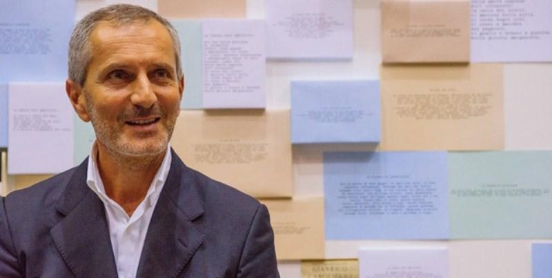 """Gianrico Carofiglio """"Leggere un libro è un'azione molto privata"""""""