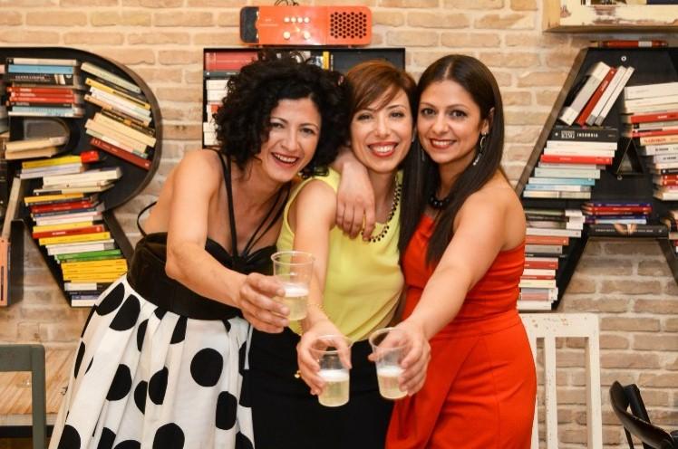 """""""Freadom"""", il bookbar che unisce libri, cibo e musica. Dall'idea di 3 amiche 30enni nasce a Bellizzi in provincia di Salerno il """"Freadom book e music bar"""""""