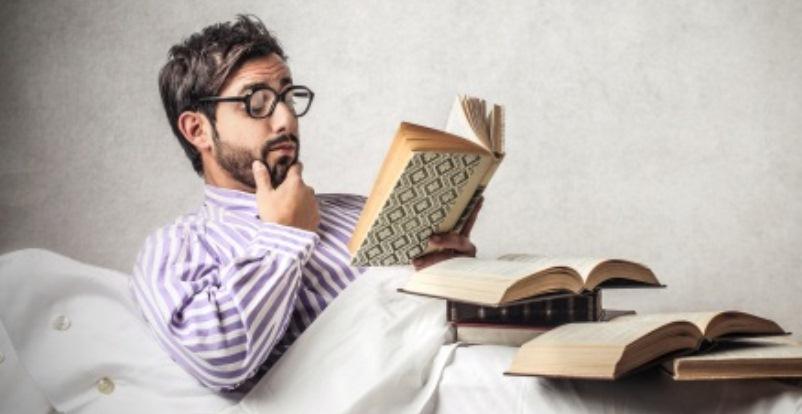 9 vizi tipici degli amanti dei libri
