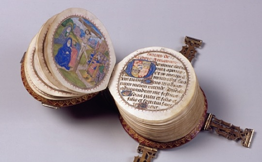 Miniature-round-book-picture-1