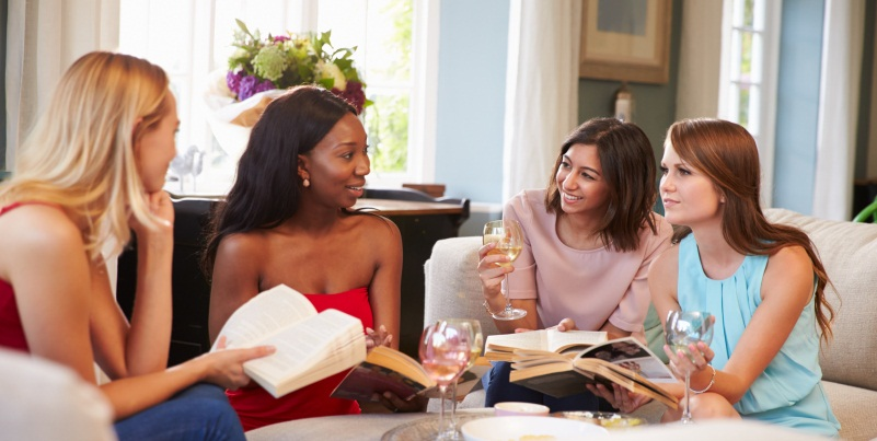 10 motivi per cui ogni donna dovrebbe aderire a un club del libro