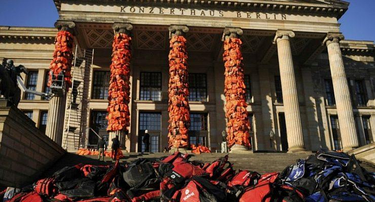 A Berlino l'istallazione temporanea di Ai Weiwei sui profughi
