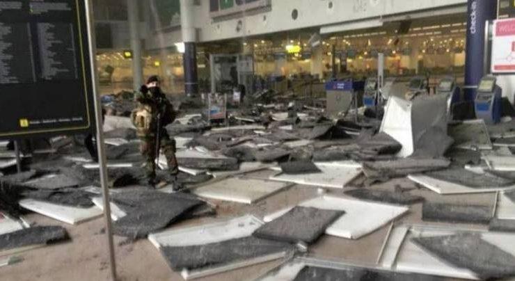 """Terrore a Bruxelles, esplosioni all'aeroporto. Polizia, """"Morti e feriti"""""""