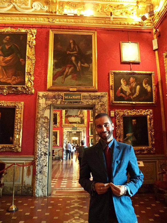Federico Giannini nella Galleria Palatina a Palazzo Pitti  a Firenze