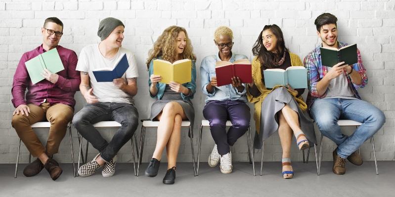 10 cose che un lettore è disposto a fare per amore dei libri