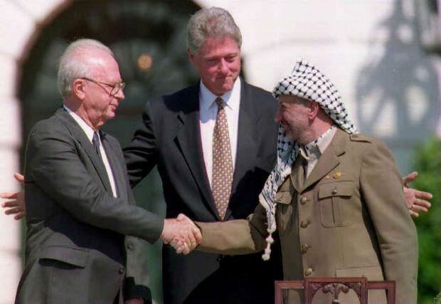 LA STRETTA DI MANO TRA ISRAELE E PALESTINA