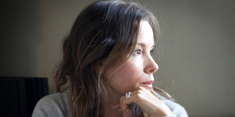 Festa della Donna, il pensiero dell'autrice Simona Sparaco per l'8 marzo