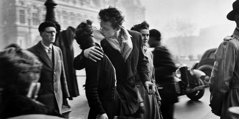 """Robert Doisneau, """"la meraviglia del quotidiano"""" nella mostra fotografica a Monza"""