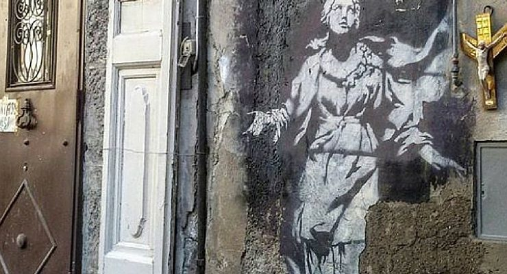 Napoli, Banksy sotto vetro: l'opera dello street artist protetta da una teca