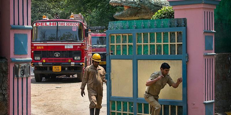 Vigili indiani a lavoro (Manish Swarup, Ap/Ansa)