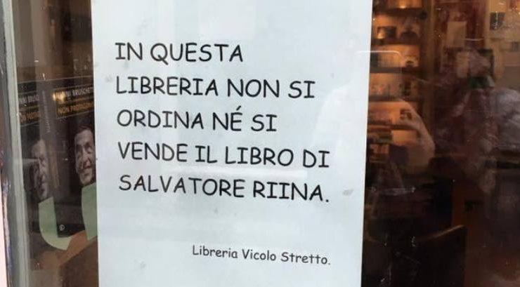 Catania, la libreria Vicolo Stretto si rifiuta di vendere il libro di Salvatore Riina