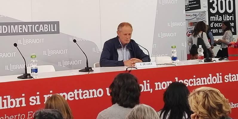 """Erri De Luca, """"Non voglio portare libri, devono essere loro a portare me in nuovi mondi"""""""