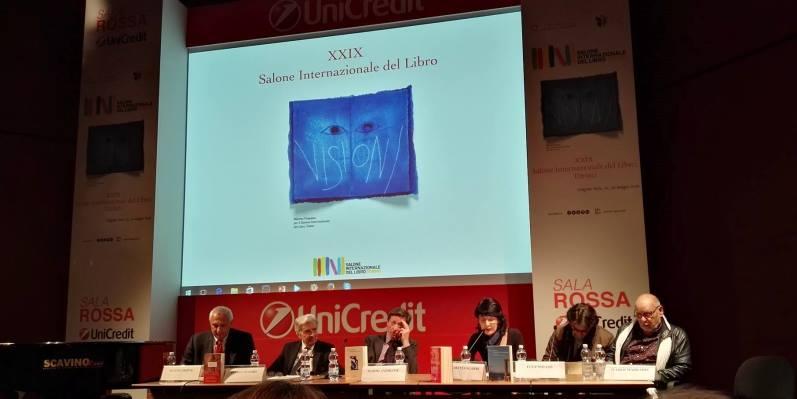 """Al Salone del Libro """"salpa"""" la Nave di Teseo, nel ricordo del suo """"timoniere"""" Umberto Eco"""