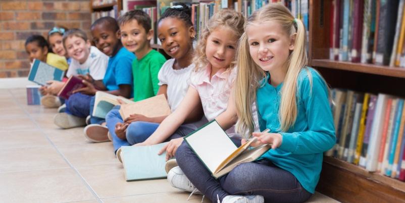 """""""La lettura deve diventare una materia scolastica"""". L'appello dalla Gran Bretagna"""