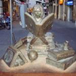 Le statue letterarie più curiose al mondo | Bambina che legge, Siviglia