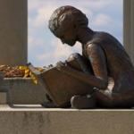 Le statue letterarie più curiose al mondo | Tomba di James Whitcomb Riley, Indianapolis