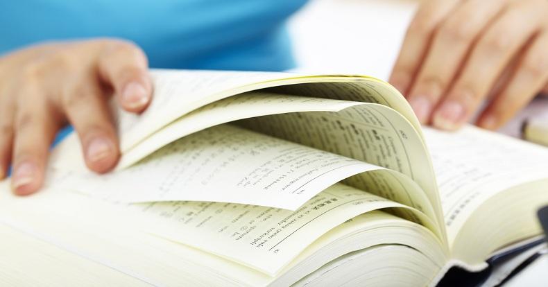 Come leggere libri in lingua aiuta l'apprendimento di una lingua straniera