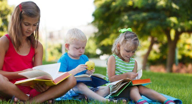 Come motivare i ragazzi a leggere durante l'estate
