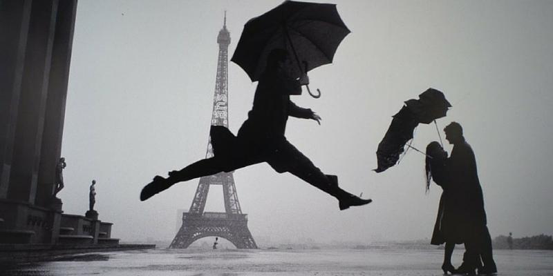 © Elliott Erwitt / Magnum Photos   Elliott Erwitt, Eiffel Tower, 100th Anniversary. Paris, France, 1989