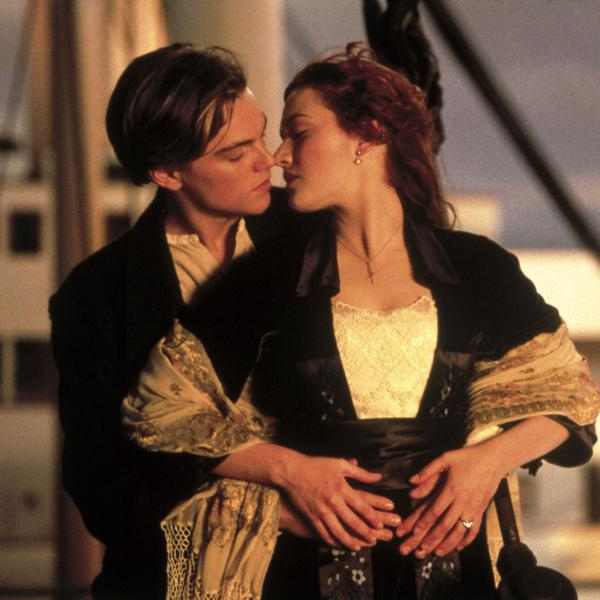 """Il bacio tra Leonardo di Caprio e Kate Winslet in """"Titanic"""""""