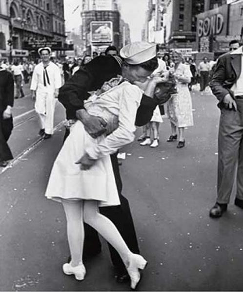 "La foto ""V-J day in Times Square"" di Alfred Eisenstaedt"