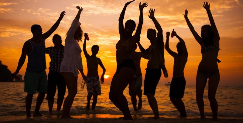 #DISCOLIBRO, come organizzare una festa in spiaggia con i libri protagonisti