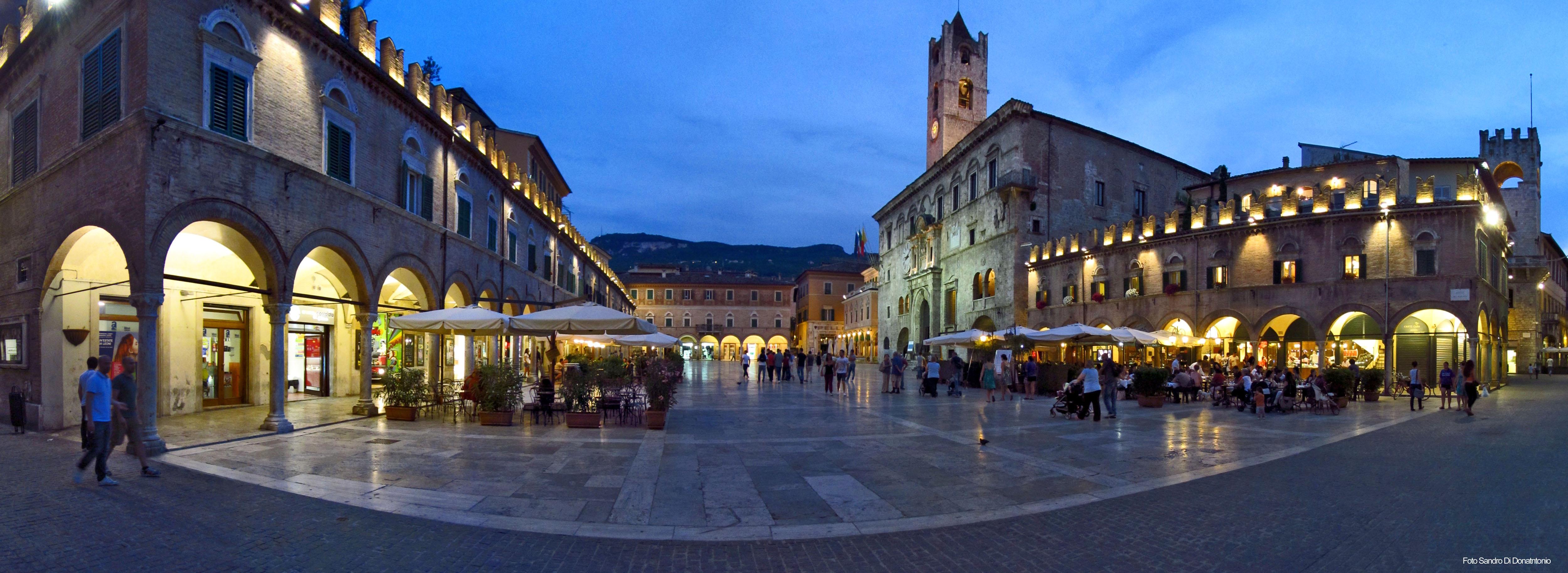 Piazza del Popolo ad Ascoli Piceno - Foto di Sandro Di Donantonio