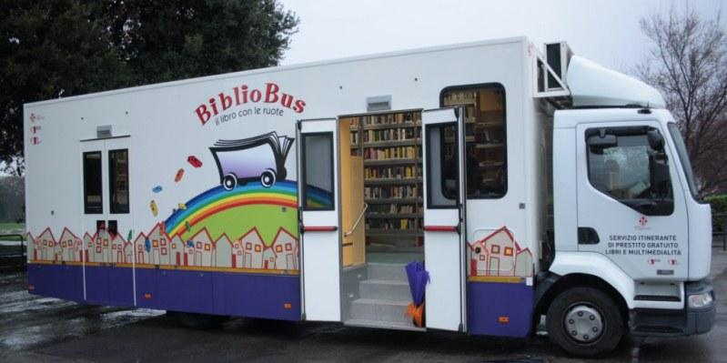 """Arriva a Torino il """"Bibliobus"""", per portare cultura nei quartieri senza biblioteche"""