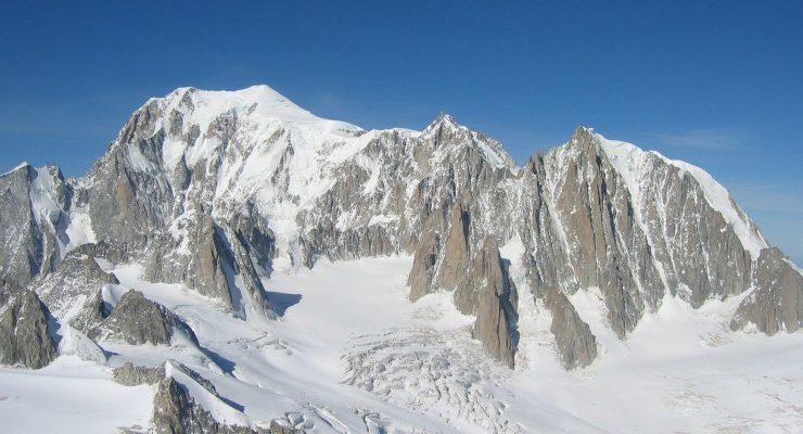 Pericolo scampato sul Monte Bianco dopo la notte di paura dei turisti bloccati nelle seggiovie