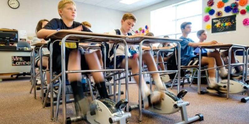 Scuola, si alzano i voti dei bambini americani che pedalano in classe
