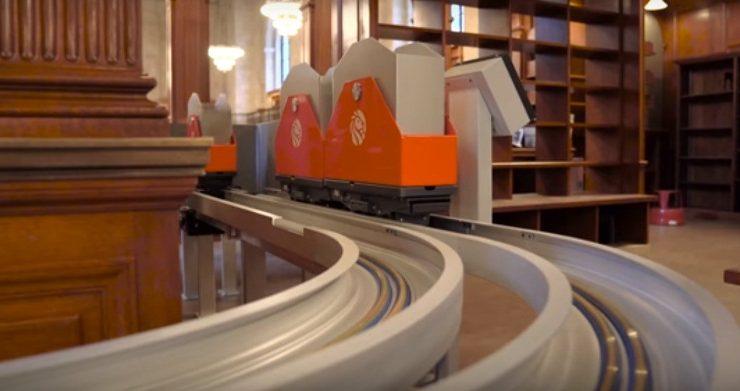 """Il nuovo """"trenino"""" per libri che ha modernizzato la biblioteca di New York"""