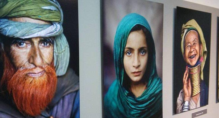 """""""Icons"""" di Steve McCurry ad Otranto, fotografie di sguardi che attraversano l'anima"""