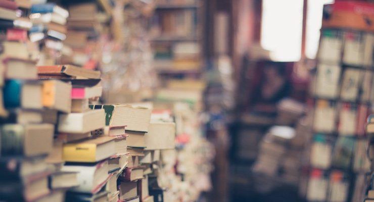 Gli 8 problemi che un amante dei libri affronta quando legge un bestseller in ritardo