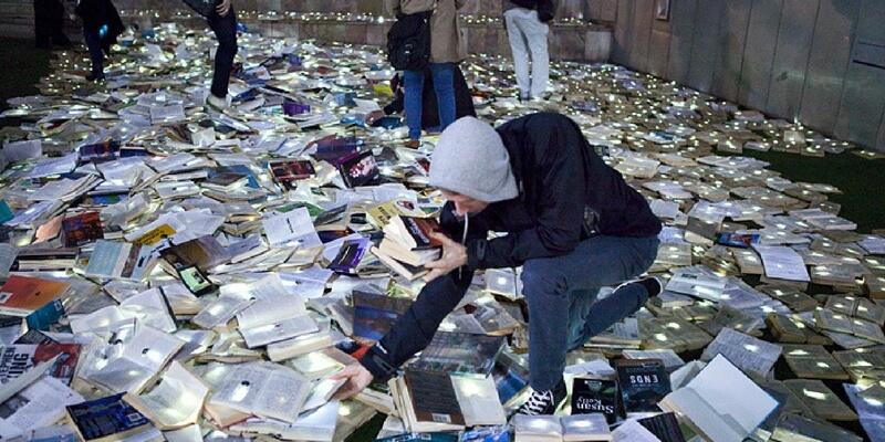 Toronto, 10mila libri in strada per sostituire al rumore la pace delle parole