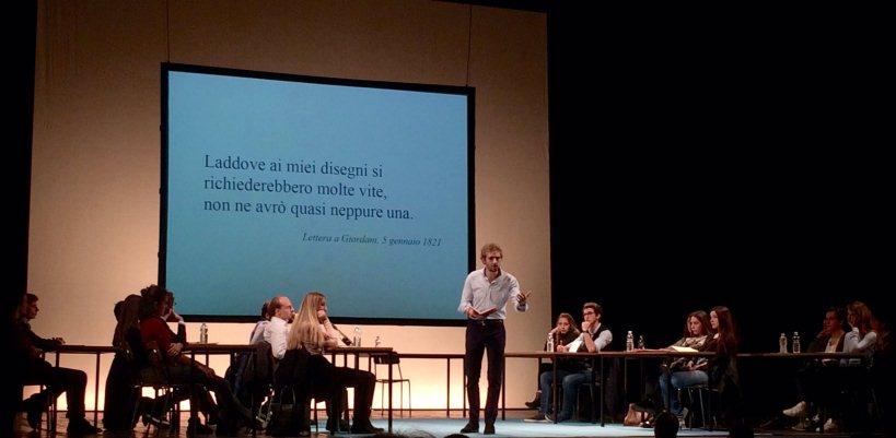 Alessandro D'avenia a teatro, l'arte di essere fragili e la ricerca della felicità