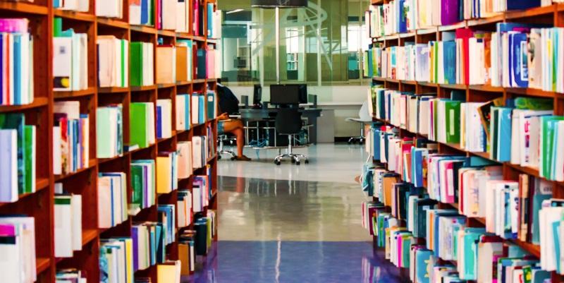 """""""Tempo da dedicare alla lettura durante le ore di lavoro"""". La proposta di legge dagli Emirati Arabi"""