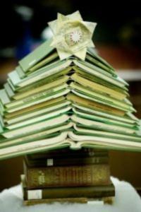 book-christmas-tree-green-200x300